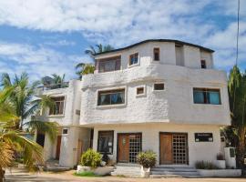 Hostal Galapagos by Bar de Beto, hotel in Puerto Villamil