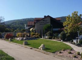 Weinhotel Kienle, Hotel in der Nähe von: Rietburgbahn, Burrweiler