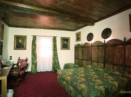 Castello Di Pavone, hotel near Fortress of Bard, Pavone Canavese