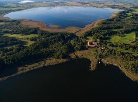 Folwark Łuknajno nad Jeziorem Śniardwy – obiekt B&B w mieście Mikołajki