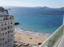 Appartement T3 Pharo - Vue panoramique sur Notre Dame et la plage des Catalans, hotel near Palais du Pharo, Marseille