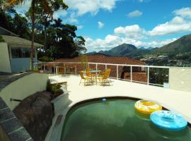 Pousada In Garden, hotel with pools in Teresópolis