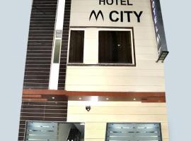 Hotel M City, hotel near Sri Guru Ram Dass Jee International Airport - ATQ, Amritsar