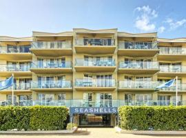 Sea Breeze Luxury Holiday Apartment, luxury hotel in Perth