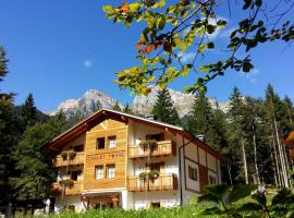 Chalet Tovel - Mountain Lake, hotel near Lago di Tovel, Tuenno