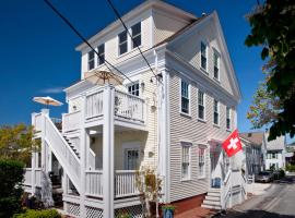 Benchmark Inn, hotel near Old Harbor Life Saving Museum, Provincetown