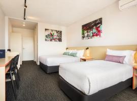 Nightcap at Waltzing Matilda Hotel, hotel near Moorabbin Airport - MBW,