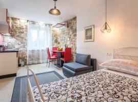 Holiday Home Riva Promenade, villa in Split