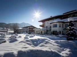 Familienhotel Felsenhof, hotel i Flachau