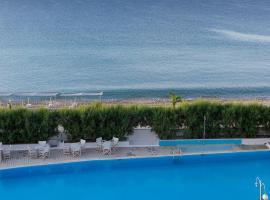 The Grove Seaside Hotel, hotel in Dhrepanon