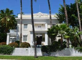Weatherstation Inn Circa 1911, vacation rental in Key West