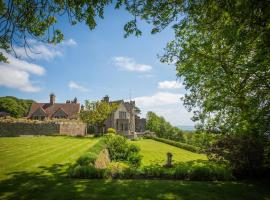 Lympne Castle Cottages, hotel near Stop24 Services Folkestone M20, Hythe