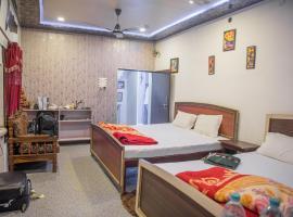 Kanha Paying Guest House, hotel near Kashi Vishwanath Temple, Varanasi