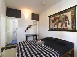 Cactus Guesthouse, hotel near Tiracol Fort, Arambol