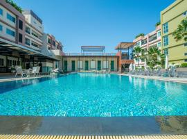 Jasmine Resort Hotel and Serviced Apartment, hotel in Si Racha
