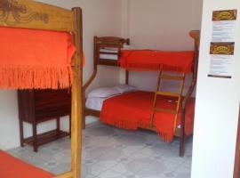 Charo´s Hostal, hotel em Montañita