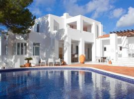 Hotel Village, hotel in Cala Vadella