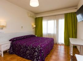 Hostal Sol y Miel, hotell i Benalmádena
