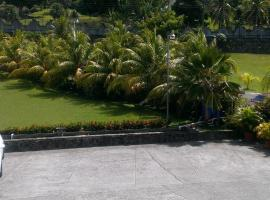 Paradise Beach Hotel, hotel in Kingstown