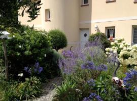 Appartements et gîte Les Hauts de Sophia, hotel near Trouville Museum : Villa Montebello, Trouville-sur-Mer
