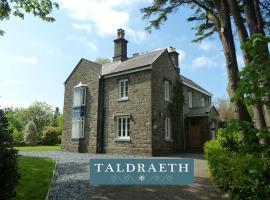 Taldraeth - Old Vicarage Guest House, hotel near Portmeirion, Penrhyndeudreath