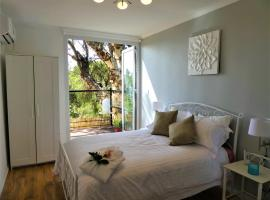 Treetops Cottage, luxury hotel in Perth