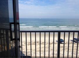 OCEANFRONT, CHEAP&CLEAN, BALCONY, PKG, WIFI, A/C, apartment in Daytona Beach