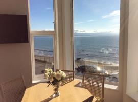 Marine Terrace Apartments, hotel in Criccieth