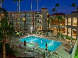 Best Western Plus Scottsdale Thunderbird Suites, Hotel in Scottsdale