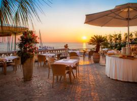 Hotel Golfo E Palme, отель в Диано-Марина