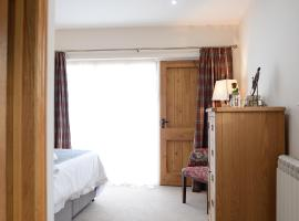 The Red Lion, Barn Accommodation, hotel near Coton Manor Gardens, Thornby