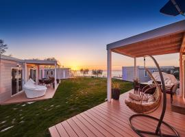 Mobile homes Sunset Beach, luxury hotel in Umag