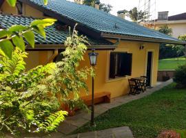 Chalé no Centro de Canela, self catering accommodation in Canela