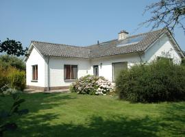 Beautiful family house with spacious garden by the North Sea, pet-friendly hotel in Burgh Haamstede