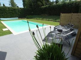 Modern Mansion in Hastiere-par-Dela with Private Pool, hôtel à bas prix à Hastière-par-delà