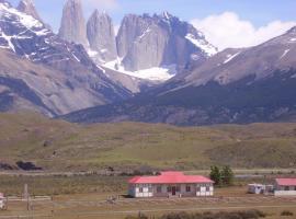 Refugio Laguna Amarga, hotel en Torres del Paine