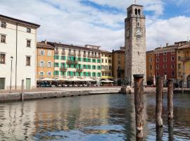 Hotel Centrale, hotel a Riva del Garda