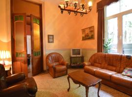 Quaint Holiday Home with a fireplace in La Rouge Miniere, villa in Ferrières
