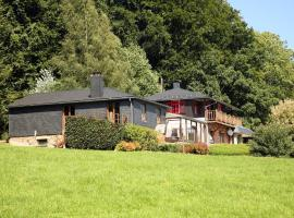 Beautiful Cottage with Garden near Forest in Ardennes, hotel in Trois-Ponts