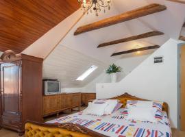 Apartment Patricia, hotel in Trogir