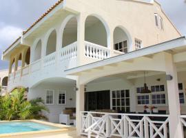 Luxurious Home with Pool in Willemstad, casa de temporada em Willemstad