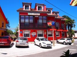 Hotel Las Palmeras, hotel near Torimbia Beach, Celorio