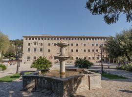 Santuari de Lluc, hostal o pensión en Lluc