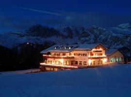 Hotel Sochers Club, hotel in Selva di Val Gardena