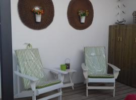 Courtyard House - Sun, Barbecue, Beach, hotel em Sesimbra