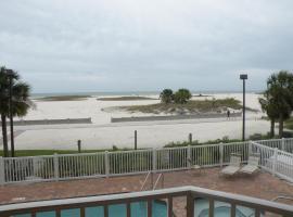 Surf Beach Resort by Sunsational Beach Rentals, hotel near Treasure Isle Boat Rentals, St Pete Beach