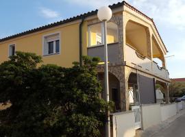 Apartments Topalovic, budget hotel in Vir