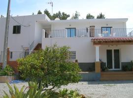 Pensión Las Tres Golondrinas, guest house in Es Figueral Beach