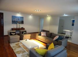 Luxury 3 Bedroom Apartment - Barra, hotel near Bahia Iate Club, Salvador