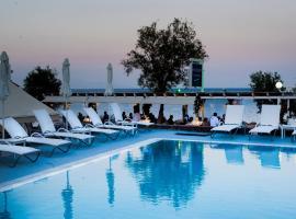 Poseidon Beach Hotel, ξενοδοχείο στο Καμάρι